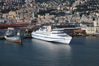 2010 - HSC TAURUS laid up in Genova.