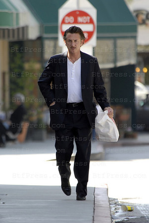 EXCLUSIVE-Sean Penn stop to shop in Brentwood in a really good looking .