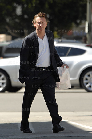 EXCLUSIVE-Sean Penn stop to shop in Brentwood .