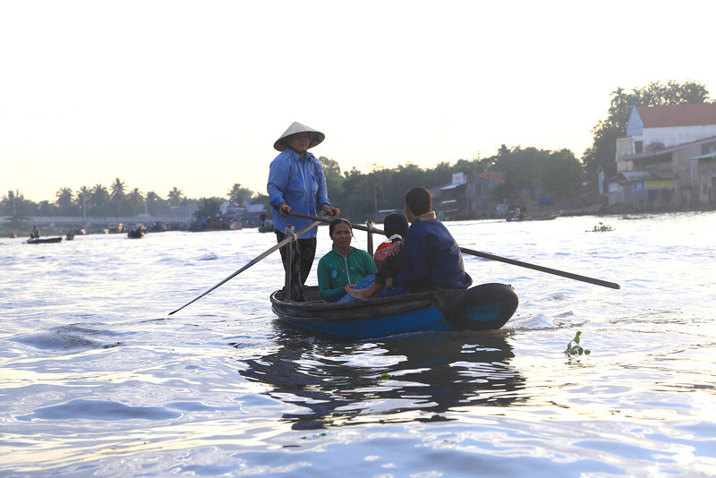 early morning, Phong Dien Floating Market Nov 2013