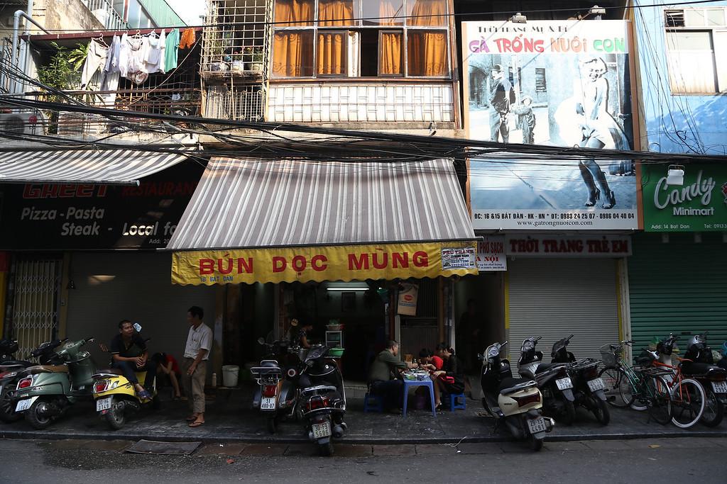 HaNoi cafe and coffee street scenes Nov 2013