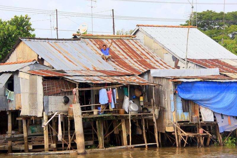 Mekong river homes Nov 2013