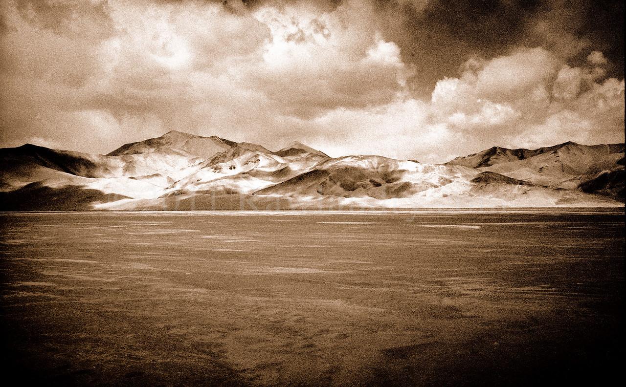 China ... Karakoram Road...  ©Rawlandry