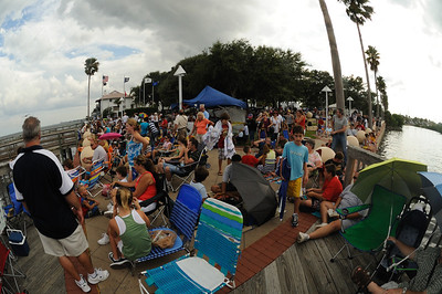 Urlaub 2009, Florida Unser 3. Startversuch für STS 127. diesmal im Space Park in Titusville, T-9 wird der Countdown wieder abgebrochen, da eine heftige Gewitterwand heranzieht.