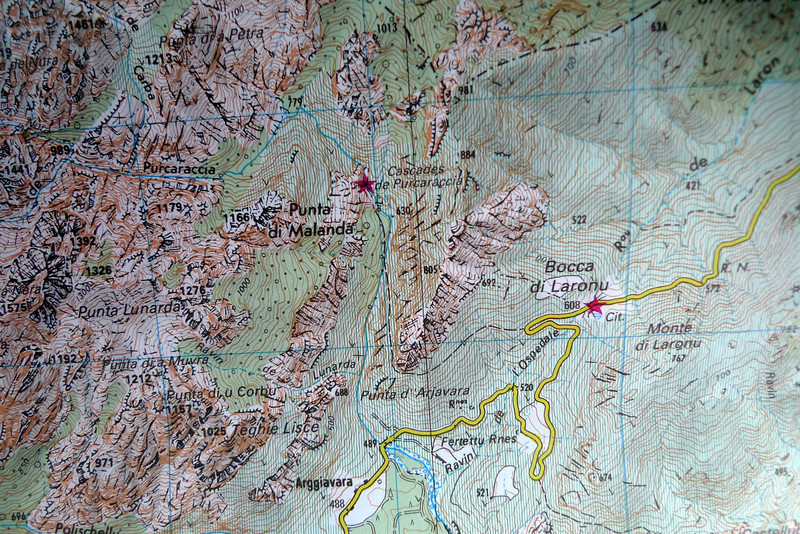 La cascade notée sur la carte n'est pas le début du canyon qui commence encore un peu au dessus.