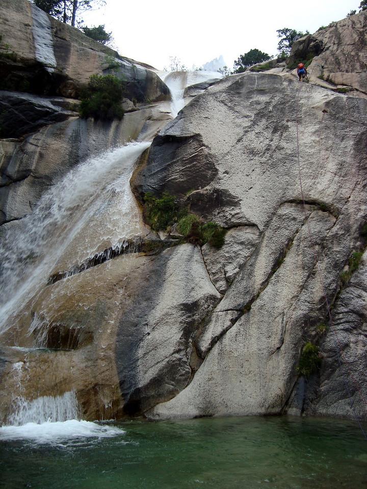La grande cascade, à l'accès peu commode... et glissant !