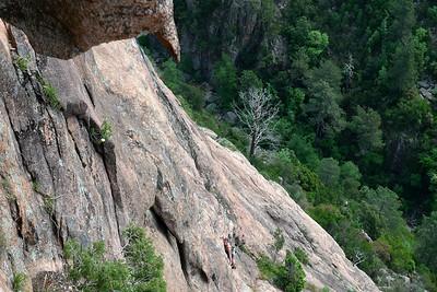 Au dessous de nous, le canyon du Purcaraccia, une référence dans le secteur et dans le reste du monde...