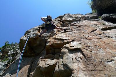 encore 4 longueurs dans un rocher superbe pour rejoindre le sommet de la tour, très impressionnant...