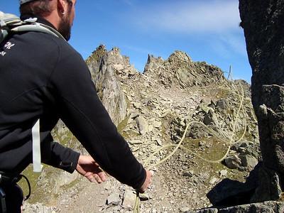 L'installation de la Tyrolienne, une petite manipe rigolotte...