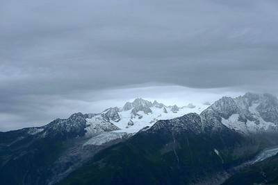 Pendant ce temps, le temps se déchaine sur le massif...