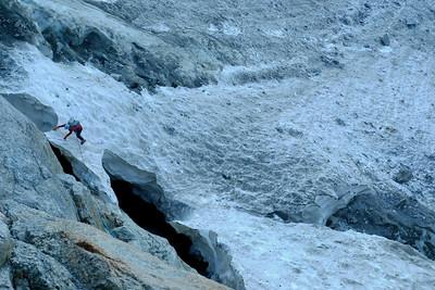 Au dŽépart de la voie, le coeur bien accrochŽé, nous passons le pont de neige...