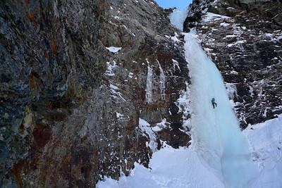 Om arrive au quatrième ressaut, la plus belle longueur: 50m en 4+ qui nous rappellent que la glace, c'est dur !