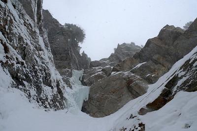Nous arrivons finalement au pied du mur de glace final, une belle longueur de 40m avec un passage bien raide !