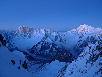 Finalement, le jour se lève ( enfin ) sur le massif...