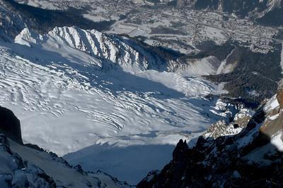 ...de chaque coté !!! Ici le glacier des Bossons et la vallée...