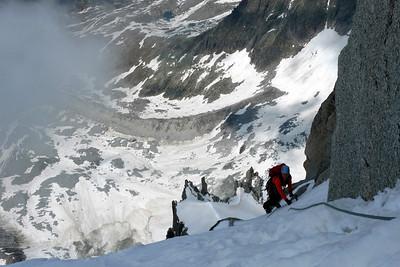 Trois longueurs de glace/goulotte assez fine, et pas facile de faire relais !