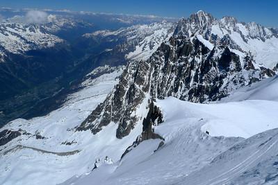 Vue du haut, la sortie de Gauche est visible avant le petit rognon...