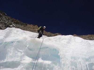 En 6 rappels, on prend pied sur le glacier...
