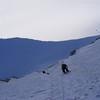 Puis nous remontons la grande pente de neige dure...