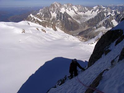 Puis rapidement nous prenons de la hauteur et découvrons le panorama exceptionnel du massif du Mt Blanc...