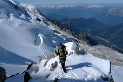 On arrive finalement sur une belle épaule ou commence la longue arête de neige finale...