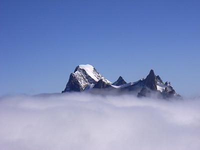 D'ou on pourra, comme toujours, admirer les montagnes pointues des alentours...