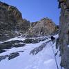 Suivent une longueur facile en presque mixte, et deux autre ressauts en glace fine... Ensuite, un peu de couloir pour rejoindre le dièdre de gauche...