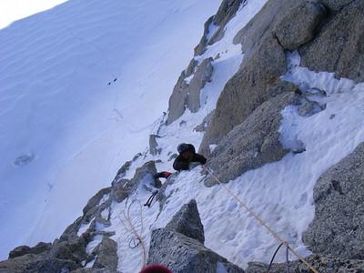Les protections sont faciles à placer et on peu se concentrer sur la grimpe... L2 est d'abord mixte puis plus en glace...