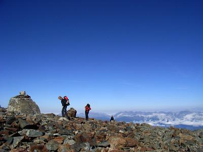 1/2 heure plus tard, on rejoint un éperon qui garde le glacier de Tête Rousse...