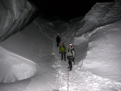 Passages impressionnants dans la crevasse sous l'épaule du Tacul...