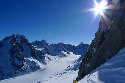 Surplombant le glacier d'Argentière, la météo est presque parfaite... Fait quand même assez froid !