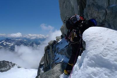 Nous contournons le sommet...