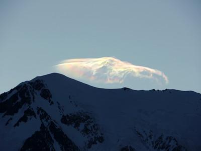 Eole quant à lui se charge du sommet du Mt Blanc... En ce qui nous concerne rien à signaler, une légère brise nous rafraichit, sans plus !