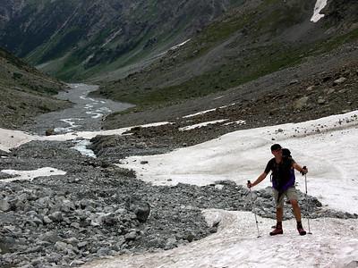La montée à la Pilatte est longue, mais en tant que bons touristes préparés nous avalons la distance sans problème...