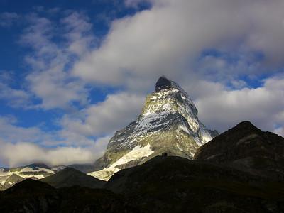 Il parait que cette montagne a déjà été grimpée...  Je n'y crois pas une minute !