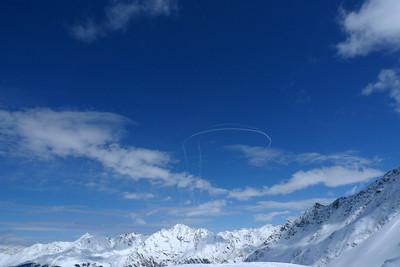 Une des grandes spécialités Suisse, c'est de jouer à la guerre avec ses avions militaires et de casser les c... à tout le monde par la même occasion !