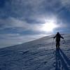 Mais assez vite nous prenons pied sur les pentes du sommets, idéales pour skier...