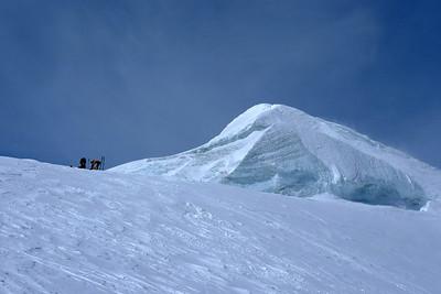 Le sommet ne peut s'atteindre à ski, il faut déchausser...