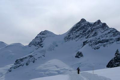 ...accès depuis la Jungfrau par une piste damée... ou presque !