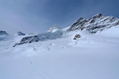 A droite, le Jungfrau et plus en dessous le Lourvihorn, notre objectif...