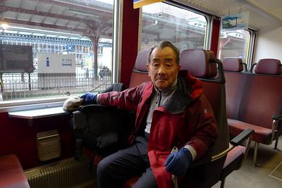 Hideo Katayama, 76 ans... Départ de Goppenstein, entre Sion et Brig. Nous déposons la voiture pour rejoindre Grindelwald en train...