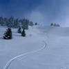 A de nombreux endroits, on peu basculer en face Nord pour skier quelques couloirs...