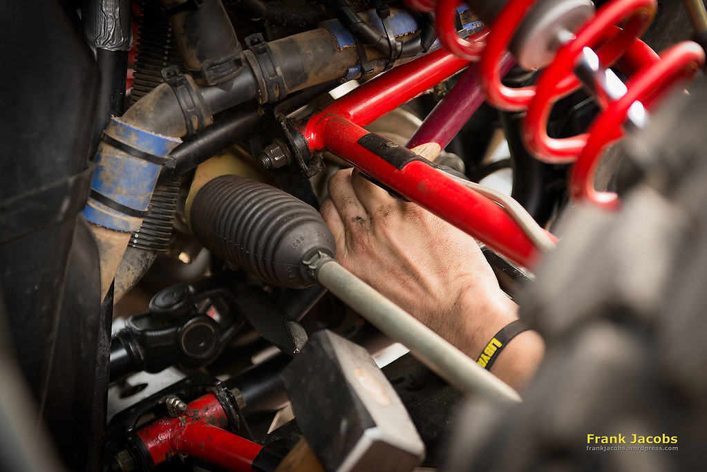 The Libya Rally 2014  in Morocco is an everlasting work in progress. Even on the day of arrival everybody gets busy. With all tools at hand every car or bike is carefully prepared to pass the safety tests.
