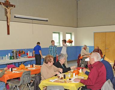 SEVENTH GRADE STUDENTS FEED SENIOR CITIZENS THANKSGIVING DINNER -11/18/18
