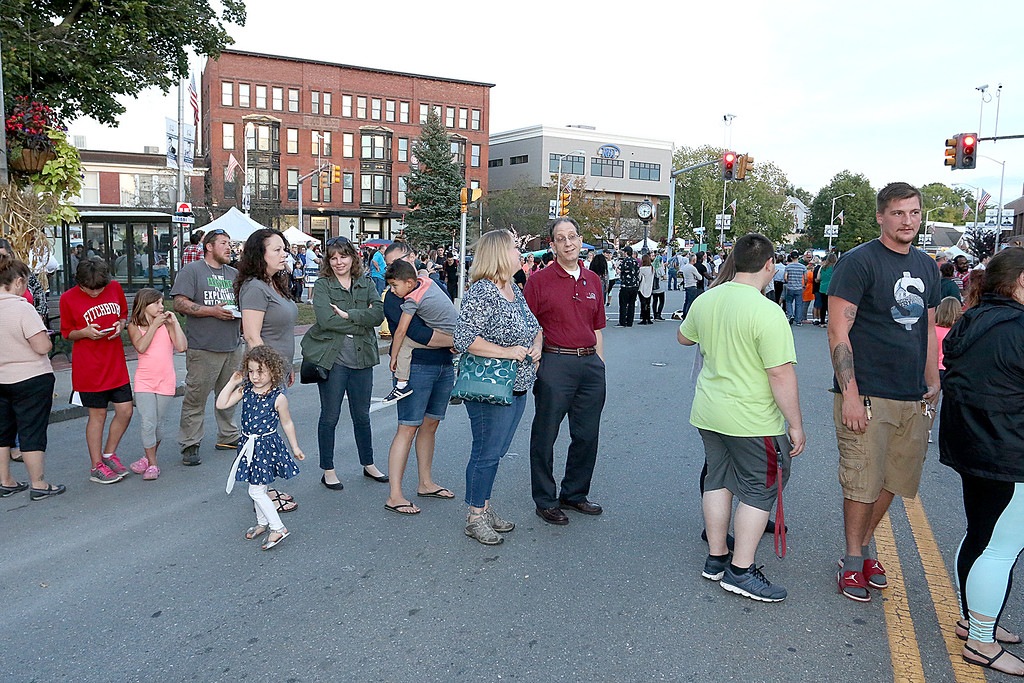 . Many wait in lines for cannolis at the Cannoli Festival in Leominster on Thursday night. SENTINEL & ENTERPRISE/JOHN LOVE