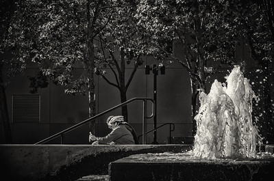 Buena Vista fountain and resting cyclists (mono)