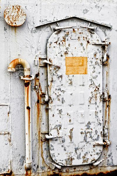 IMAGE: http://www.jdmorrison.com/Here-and-There/USSIowa/i-RhhDJvm/1/L/IMG6035-L.jpg