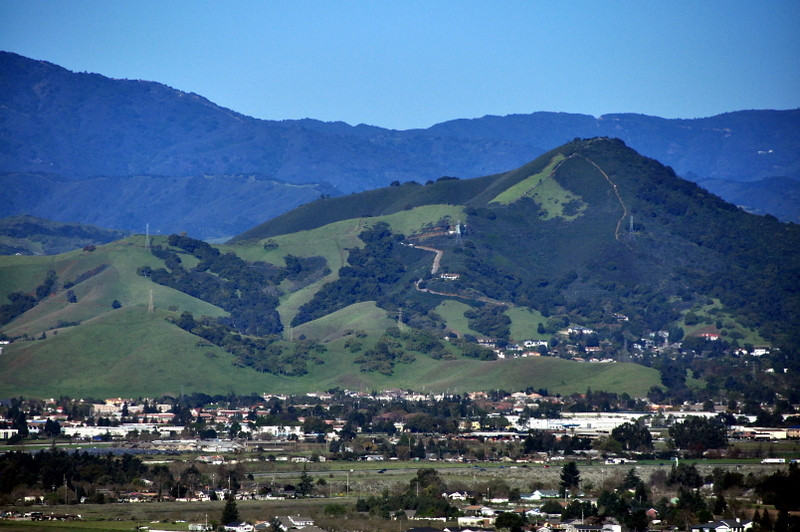 A zoom on El Toro, across the valley. This peak is on private land and open for hiking only one day a year. Zooming in on this photo revealed hundreds of people on the hill. We had our park to ourselves. Nice. :)
