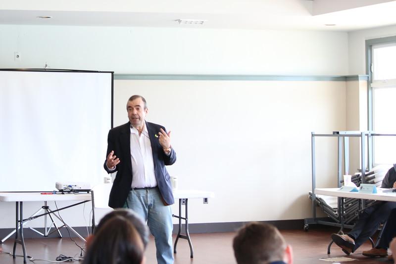 David Elliott Lewis, teaching verbal de-escalation methods.
