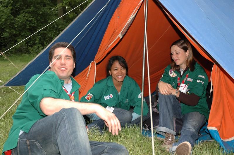 Délégués compas dans leur tente